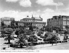 1928 - Teatro Municipal, tendo à direita o hotel Esplanada. Foto de Theodor Preising